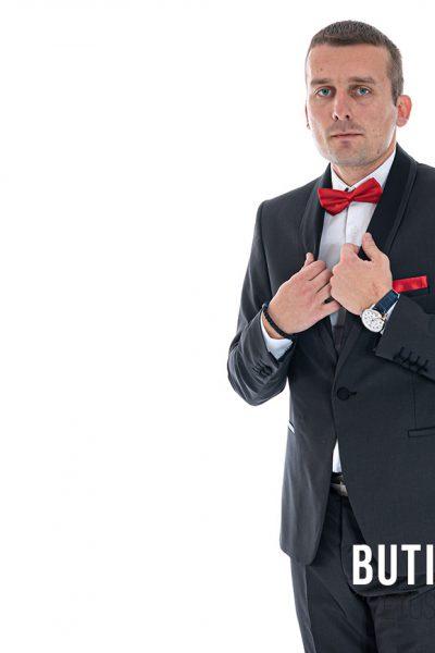 butik samsara zrenjanin musko crno odelo bela kosulja crvena masna 009